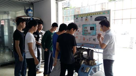 新能源汽车专业教研室: 教研室主任:丘德龙      职务 高级技师